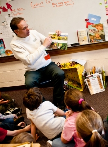 Dan Rossman, MSUE Gratiot County senior Extension educator, reads to children.